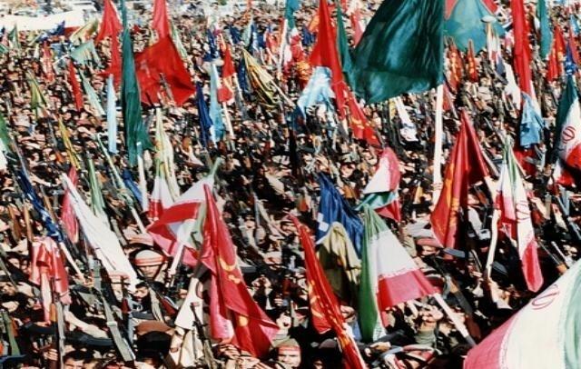 تصویر از وقتی پرچم نماد وحدت در میدان نبرد میشود