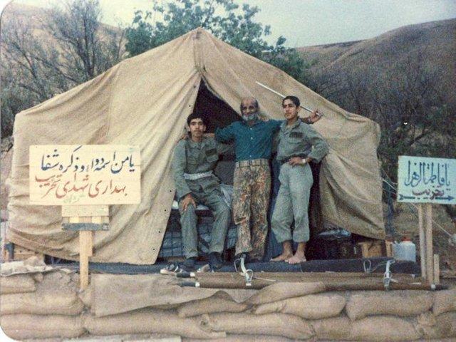 تصویر از حاج شعیب و داروهای غنیمتی بعثیها