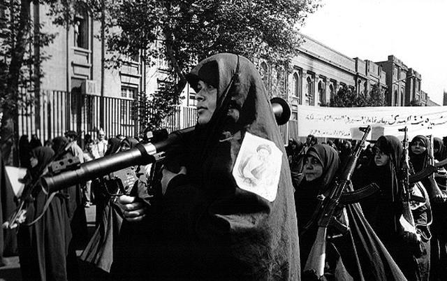 تصویر از خاطرات یک بانوی امدادگر در جبهه