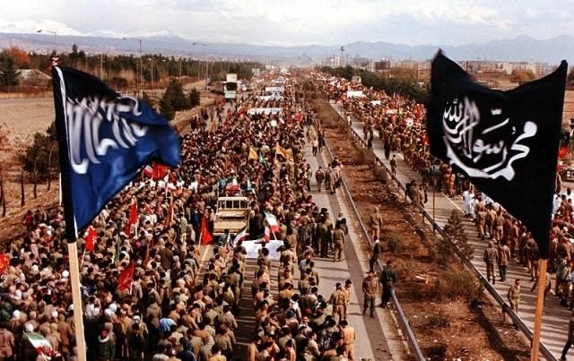 تصویر از بنی صدر در محاصره دژ ارتش