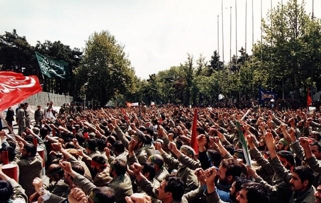 تصویر از تعمیرکاران ارمنی که به جبهه میرفتند